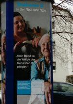 """Werbeplakat der Diakonie """"Mein Beruf ist es, die Würde des Menschen zu pflegen"""""""